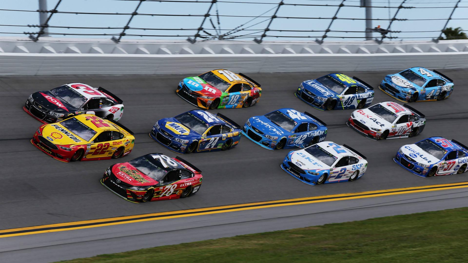 A NASCAR-karrierjével játszik, aki szerencsejátékra adja a fejét