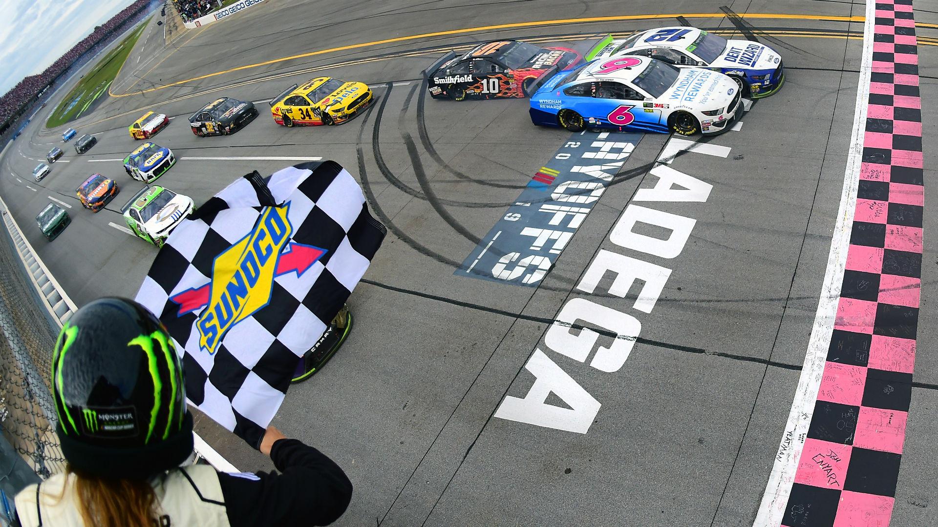 Célfotóval ért véget a NASCAR tömegbalesetekkel tűzdelt futama Talladegán