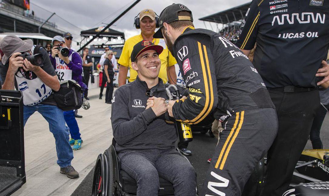 Robert Wickens volán mögé ül az IndyCar torontói hétvégéjén