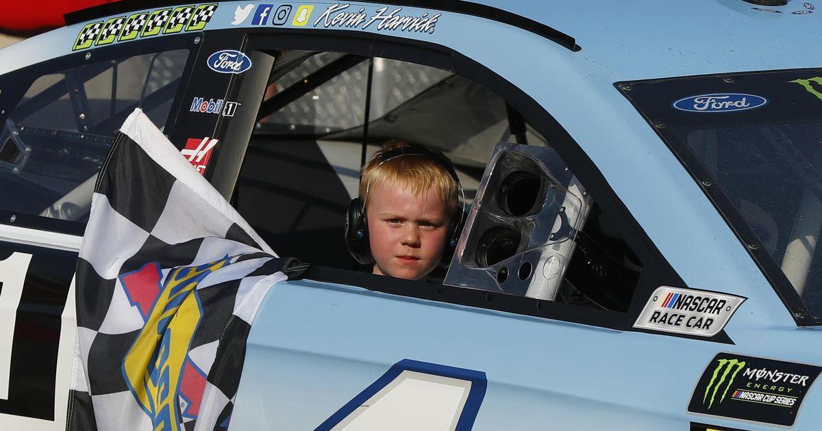eNASCAR: Kevin Harvick 8 éves fia is csatlakozik a Cup-sztárokkal teli mezőnyhöz