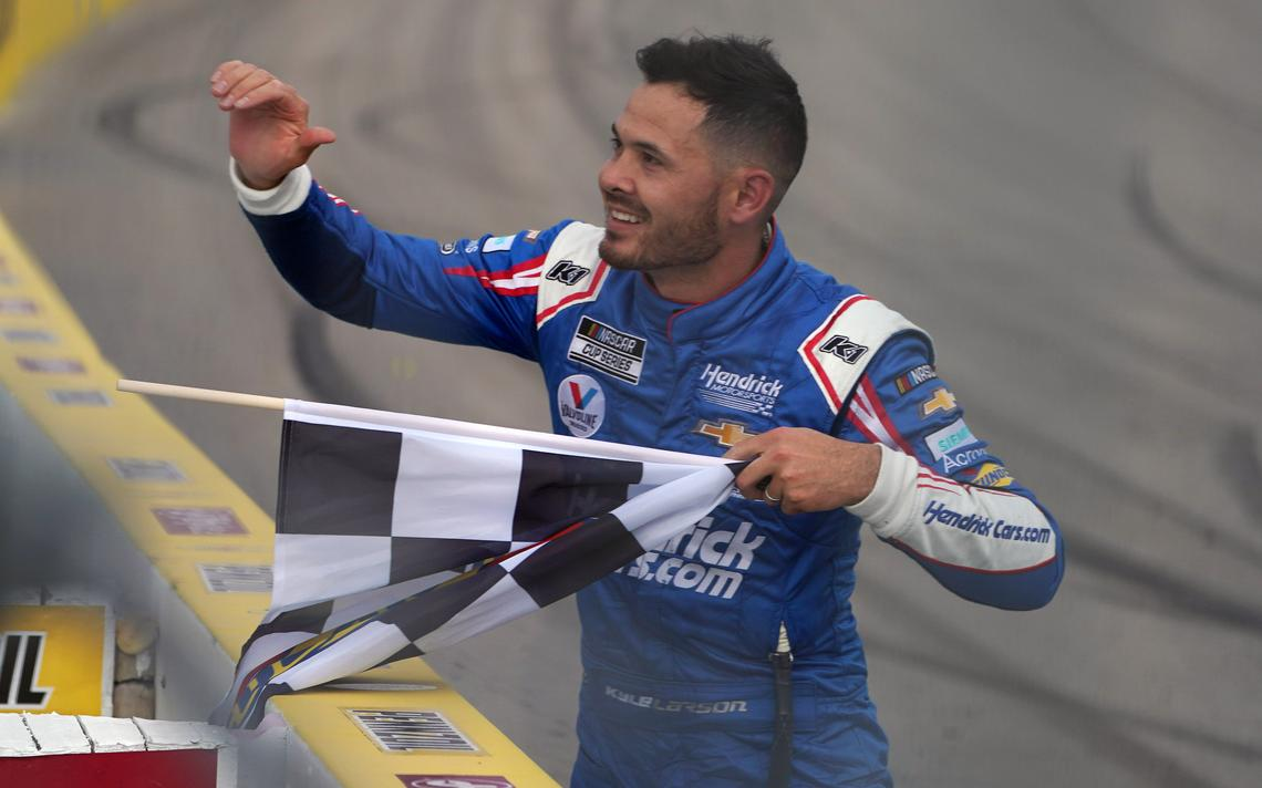 Kyle Larson visszatér a NASCAR Truck Seriesbe