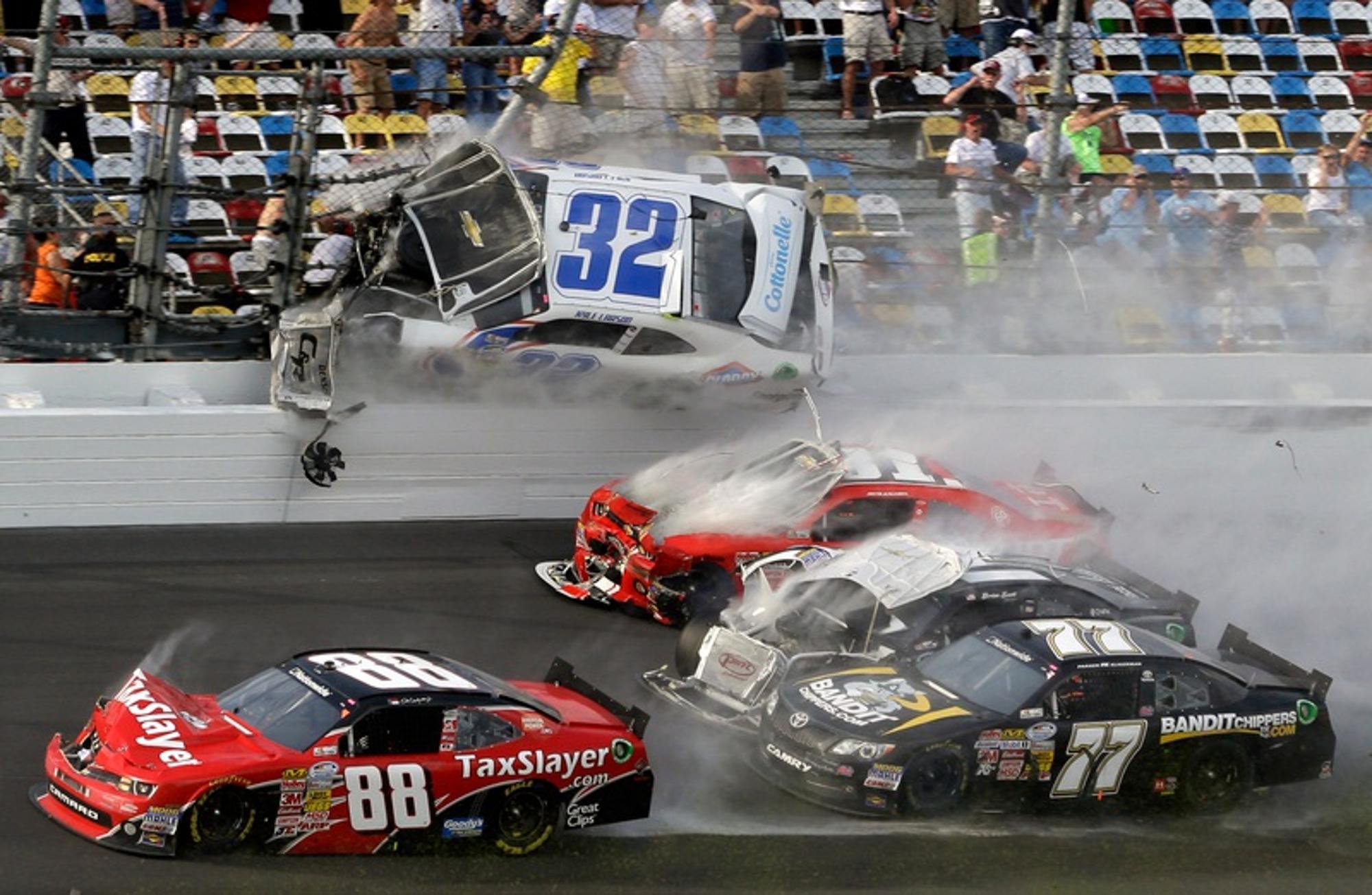 """""""Véres, sikoltozó emberek mindenhol"""" – A NASCAR daytonai horrorbalesete"""