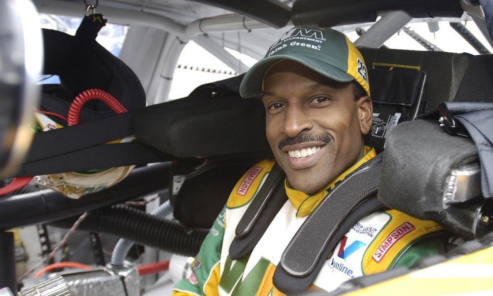 Tizennégy év után újra a NASCAR-ban versenyez Bill Lester