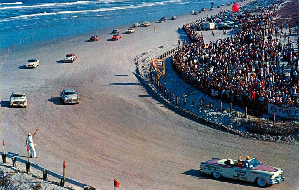 Az autóversenyzést azonnal be kell tiltani!