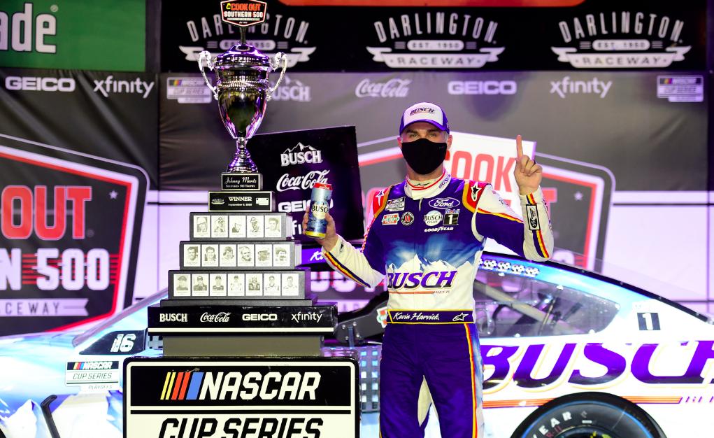 NASCAR: Idei nyolcadik győzelmét aratta Kevin Harvick
