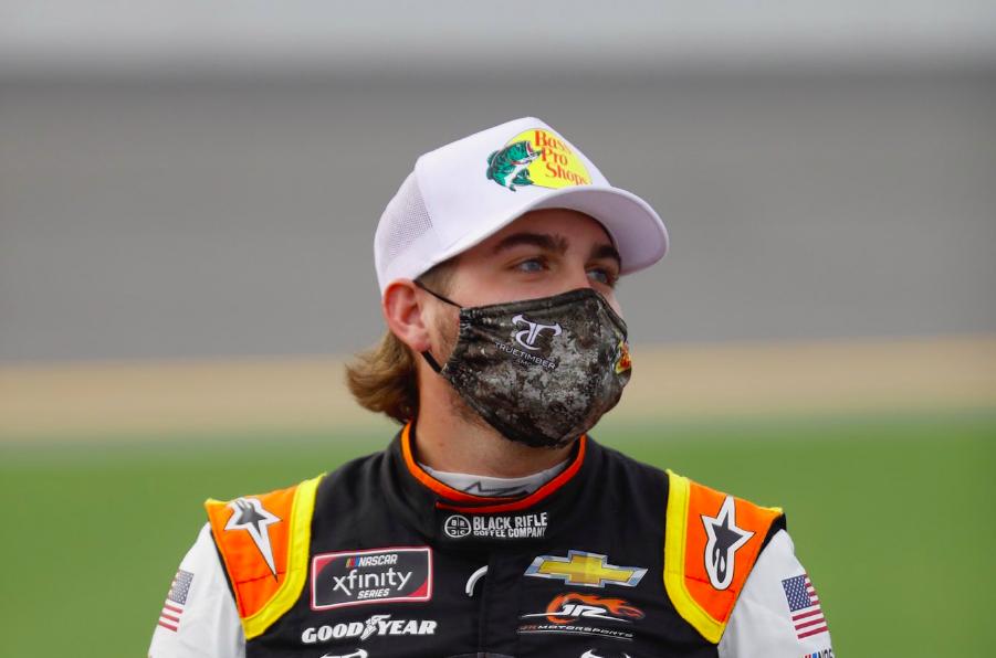 Verseny közben kezdett el vérezni a NASCAR-pilóta orra – Kreatív gyógymódot választott