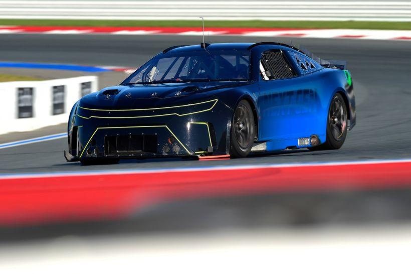 Videó: Pályán a NASCAR következő generációs versenygépe