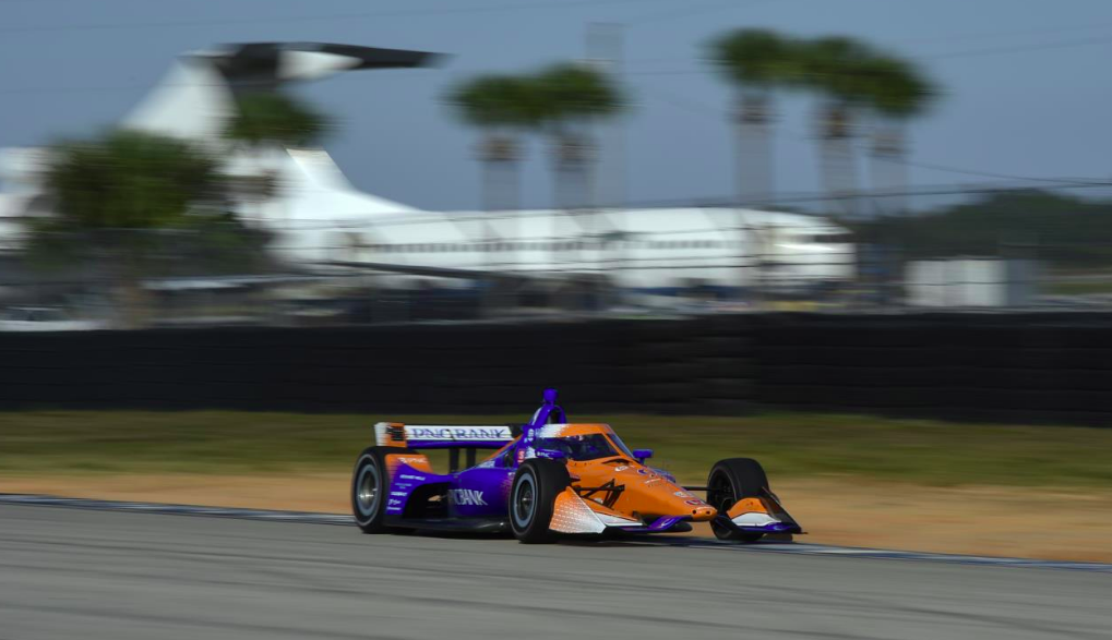 IndyCar: Dixon zárt az élen Sebringen, Johnson egyelőre utolsó