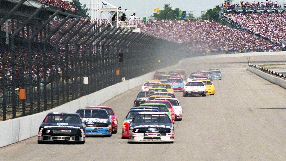 Hogyan szentségtelenítette meg a NASCAR az Indy 500 templomát?