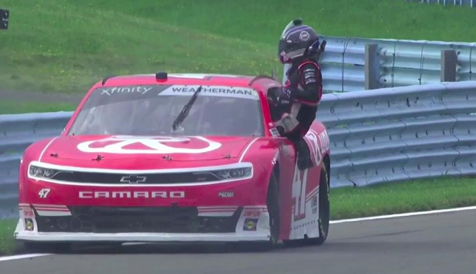 NASCAR: Kiderült, hogy miért menekült fejvesztve az autójából Kyle Weatherman Watkin Glenen
