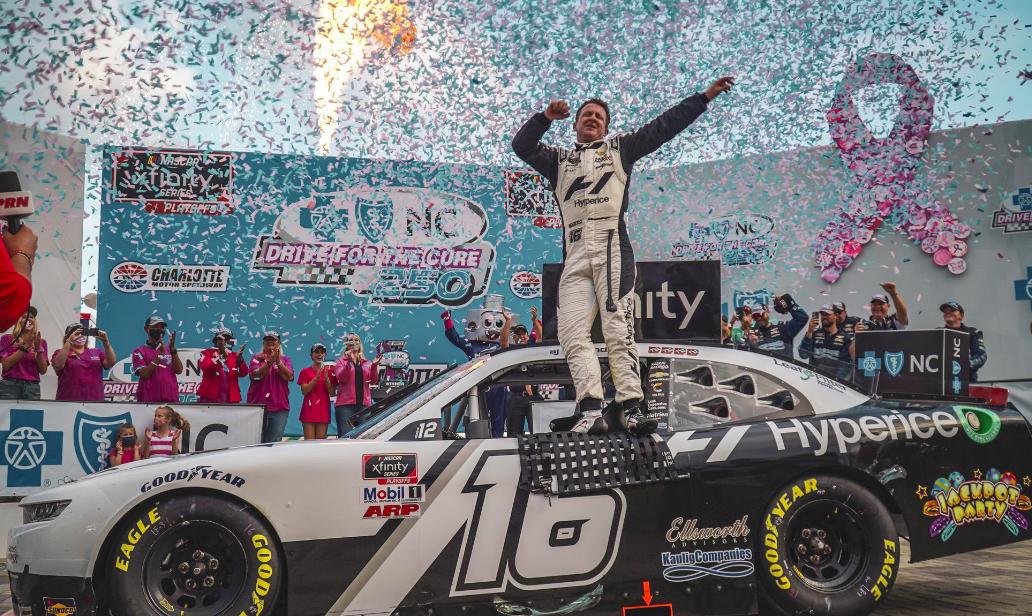 Allmendinger nyert Charlotte-on és NASCAR-rekordot döntött