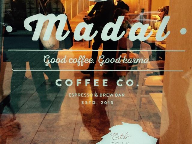 Madal Kávézó- A béke bázisa