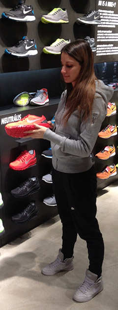 heni_boltban.jpg