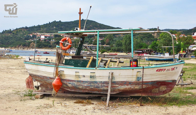 10_gorogorszag_greece_griechenland_makedonia_chalkidiki_ouranoupoli_csonak_boat.JPG