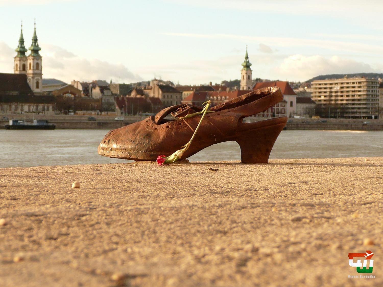 05_magyarorszag_hungary_ungarn_budapest_cipok_a_duna_parton_shoes_on_the_danube_bank.jpg