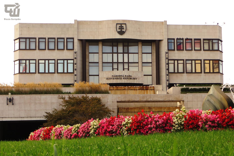 09_parlament_narodna_rada_sr_pozsony_bratislava_szlovakia_slovakia_slovensko_utazas_europaba.JPG