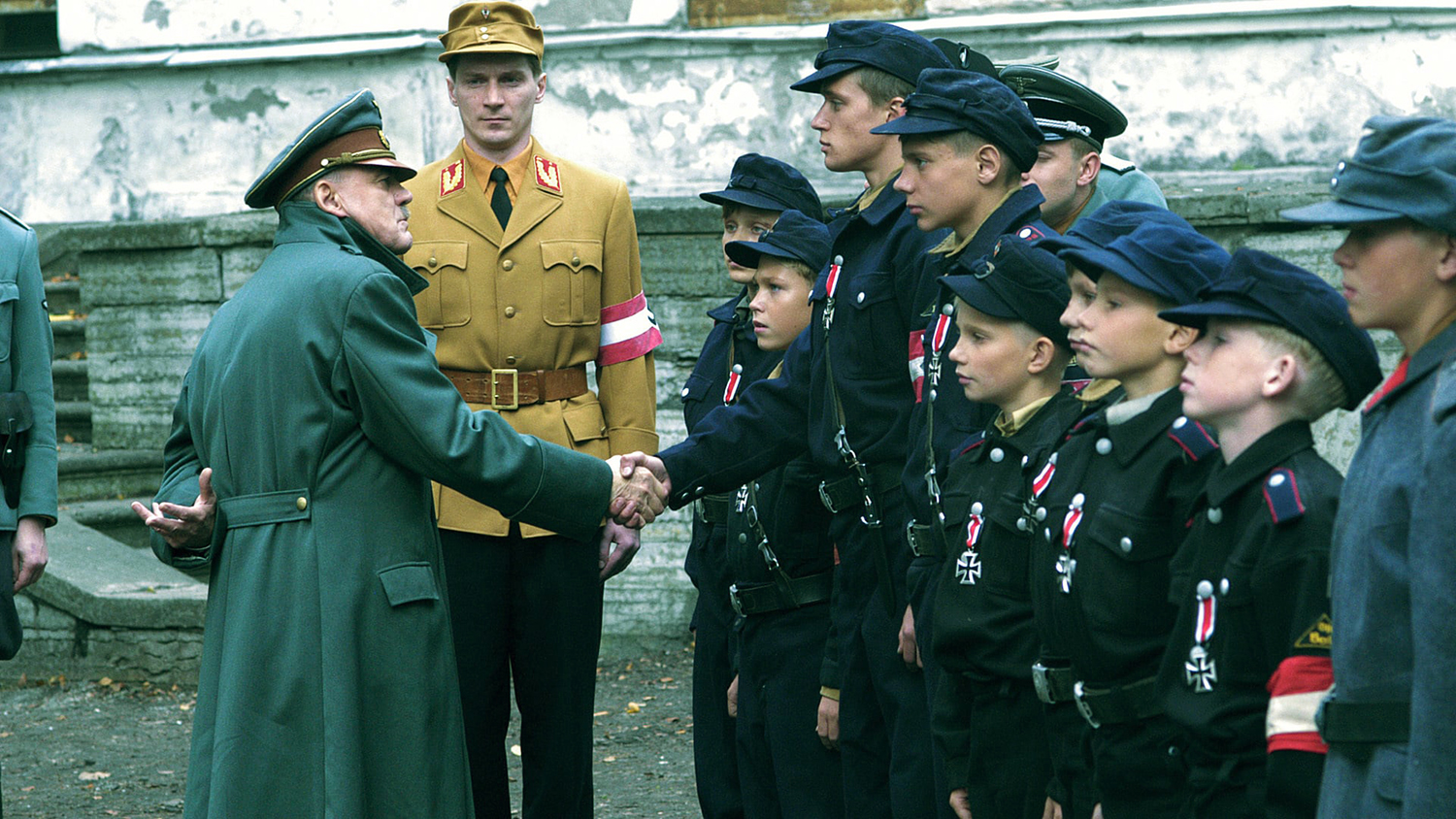 02_hitlerjugend_adolf_hitler_nemetorszag_germany_deutschland_1945_04_20_forras-movieu4_live.jpg
