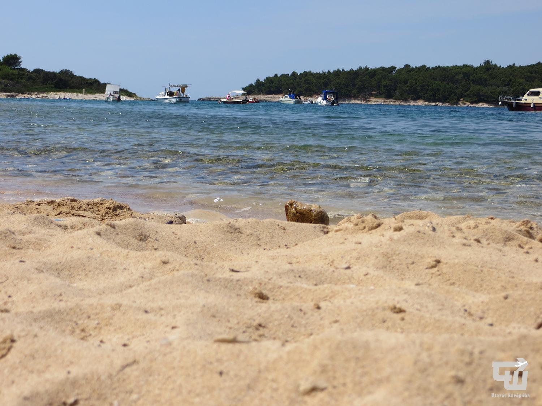 03_oto_i_fra_ker_adriai-tenger_tengerpart_strand_beach_pla_a_isztria_istria_horvatorszag_croatia_hrvatska.jpg