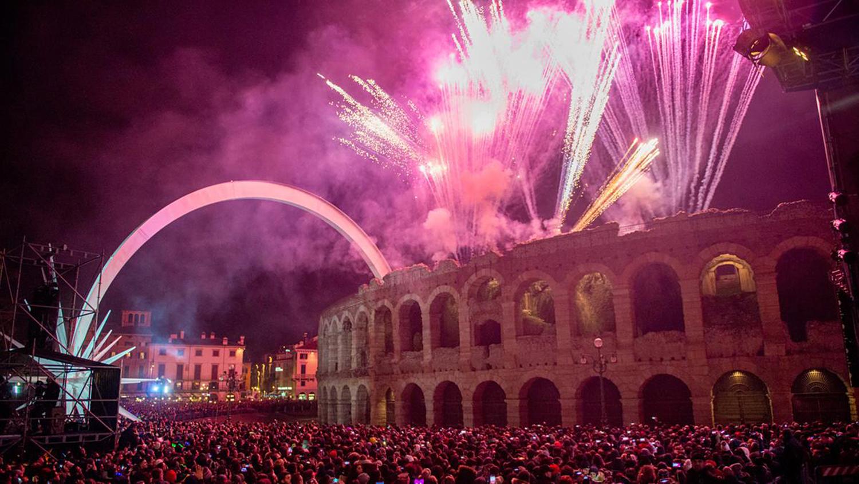 02_szilveszter_ujev_new_year_s_eve_tuzijatek_fireworks_verona_olaszorszag_italy_italia.jpg
