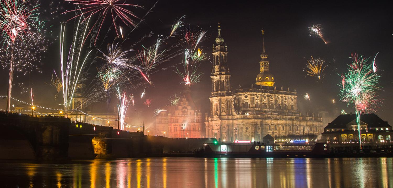 05_szilveszter_ujev_new_year_s_eve_tuzijatek_fireworks_drezda_dresden_nemetorszag_germany_deutschland.png