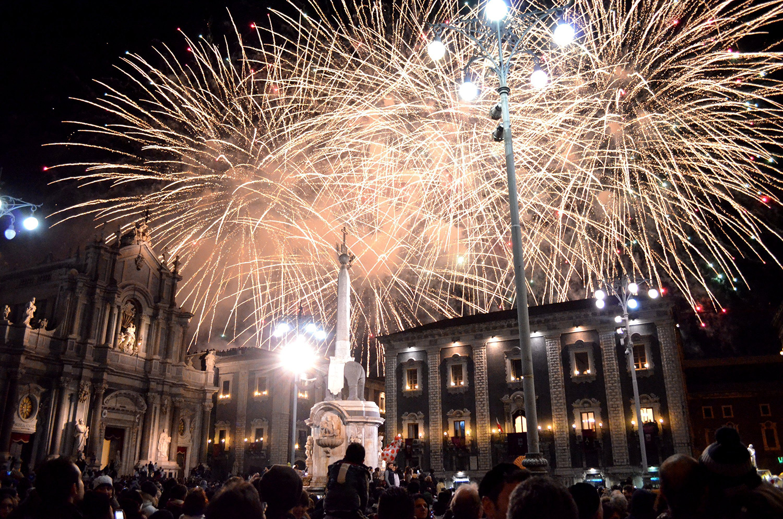 06_szilveszter_ujev_new_year_s_eve_tuzijatek_fireworks_catania_szicilia_sicily_sicilia_olaszorszag_italy_italia.jpg