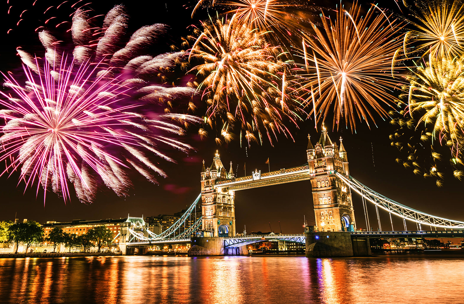 09_szilveszter_ujev_new_year_s_eve_tuzijatek_fireworks_tower_bridge_london_nagy-britannia_anglia_great_britain_england.jpg