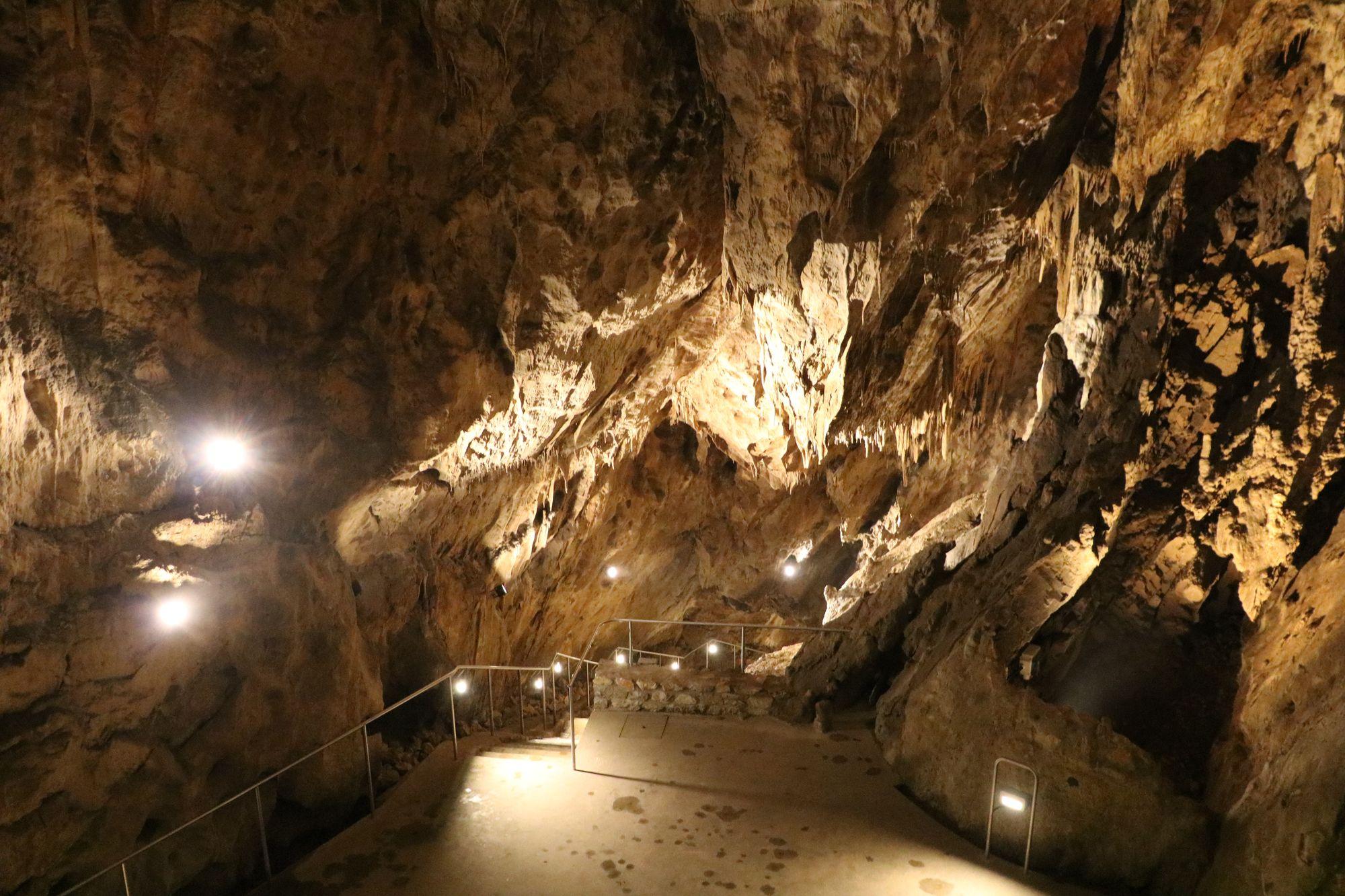 1931. augusztus 20.: meg-nyitott a Szent István-barlang