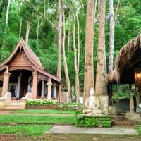 Egy mágikus buddhista dzsungeltemplom a thai hegyekben
