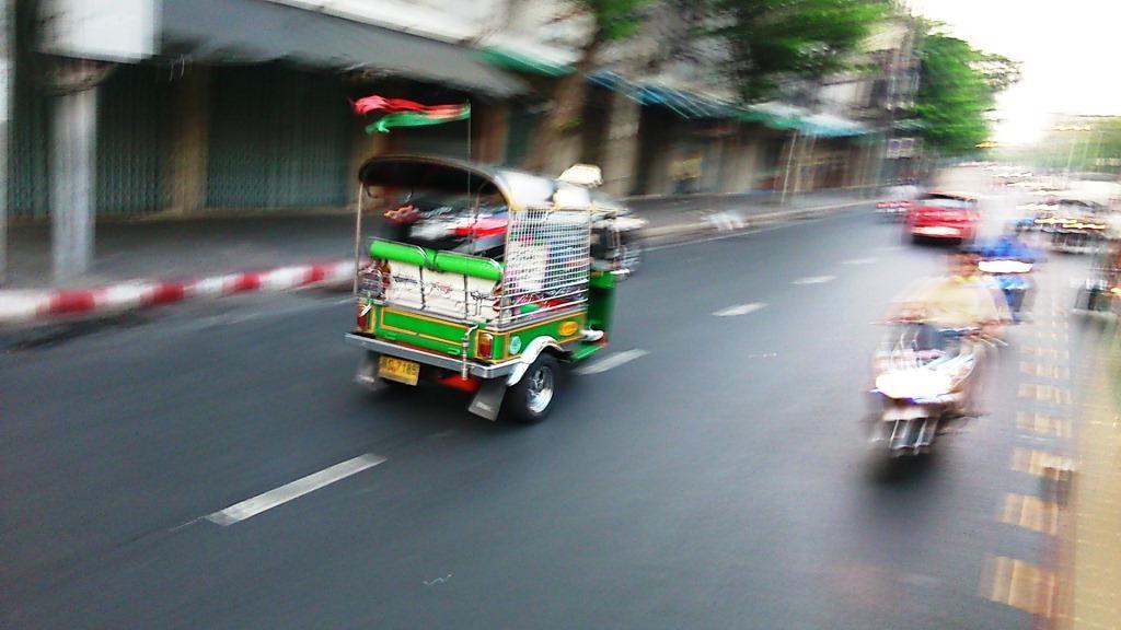 tuktuk_forgalomban.jpg