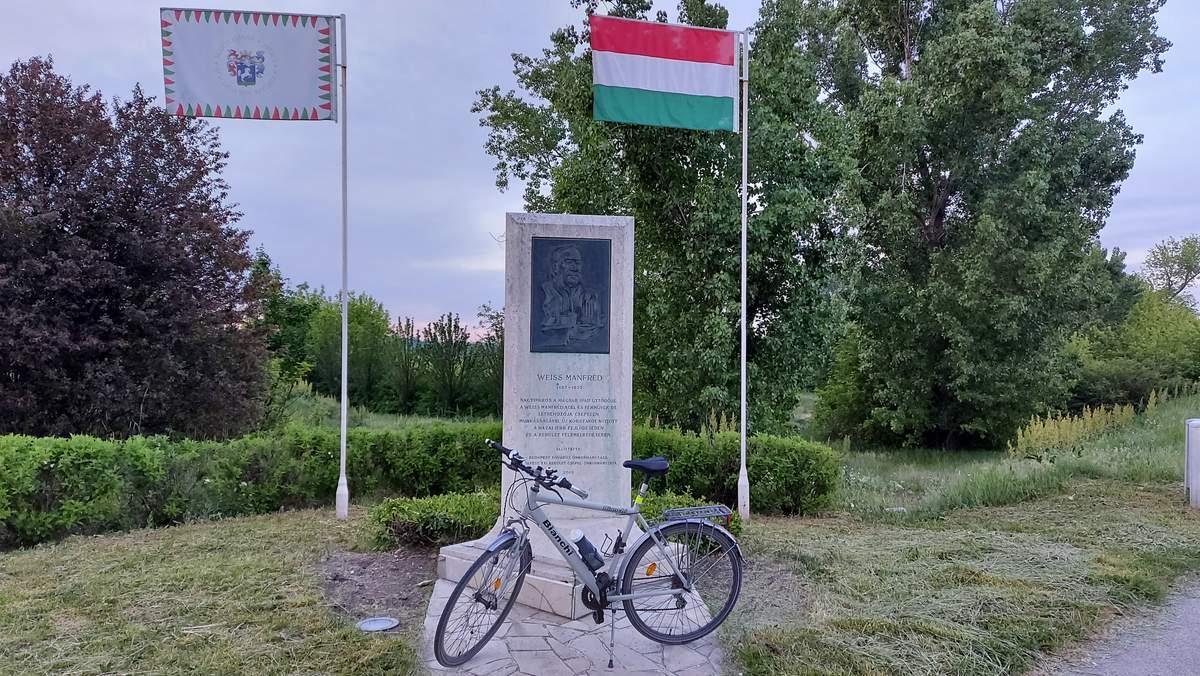 Weiss Manfréd emlékműve