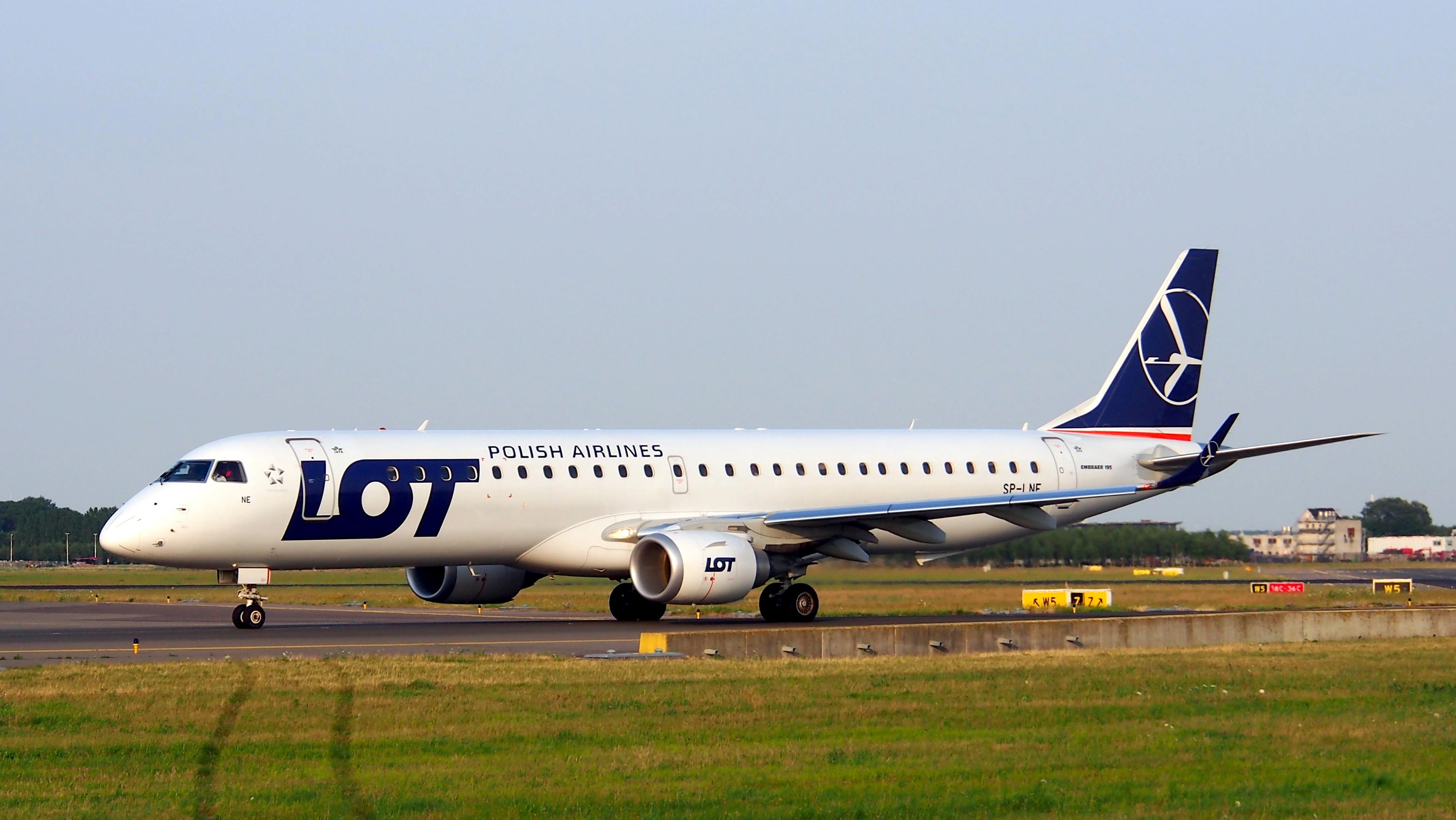 sp-lne_lot_polish_airlines_embraer_erj-195lr_erj-190-200_lr_cn_19000583_taxiing_22july2013_pic-002.JPG