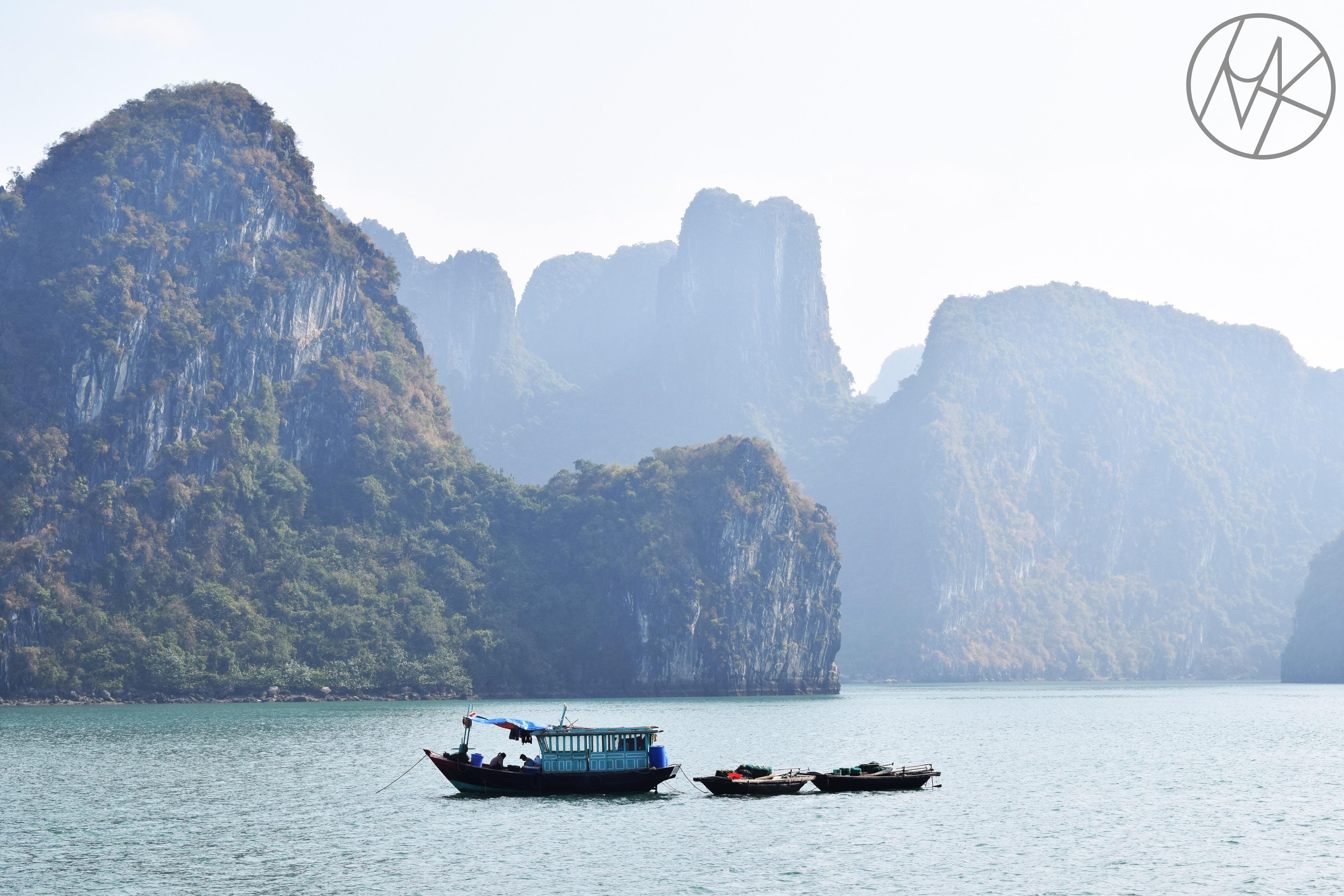 2-halong_obol_halong_bay_vietnam_boat_trip.JPG