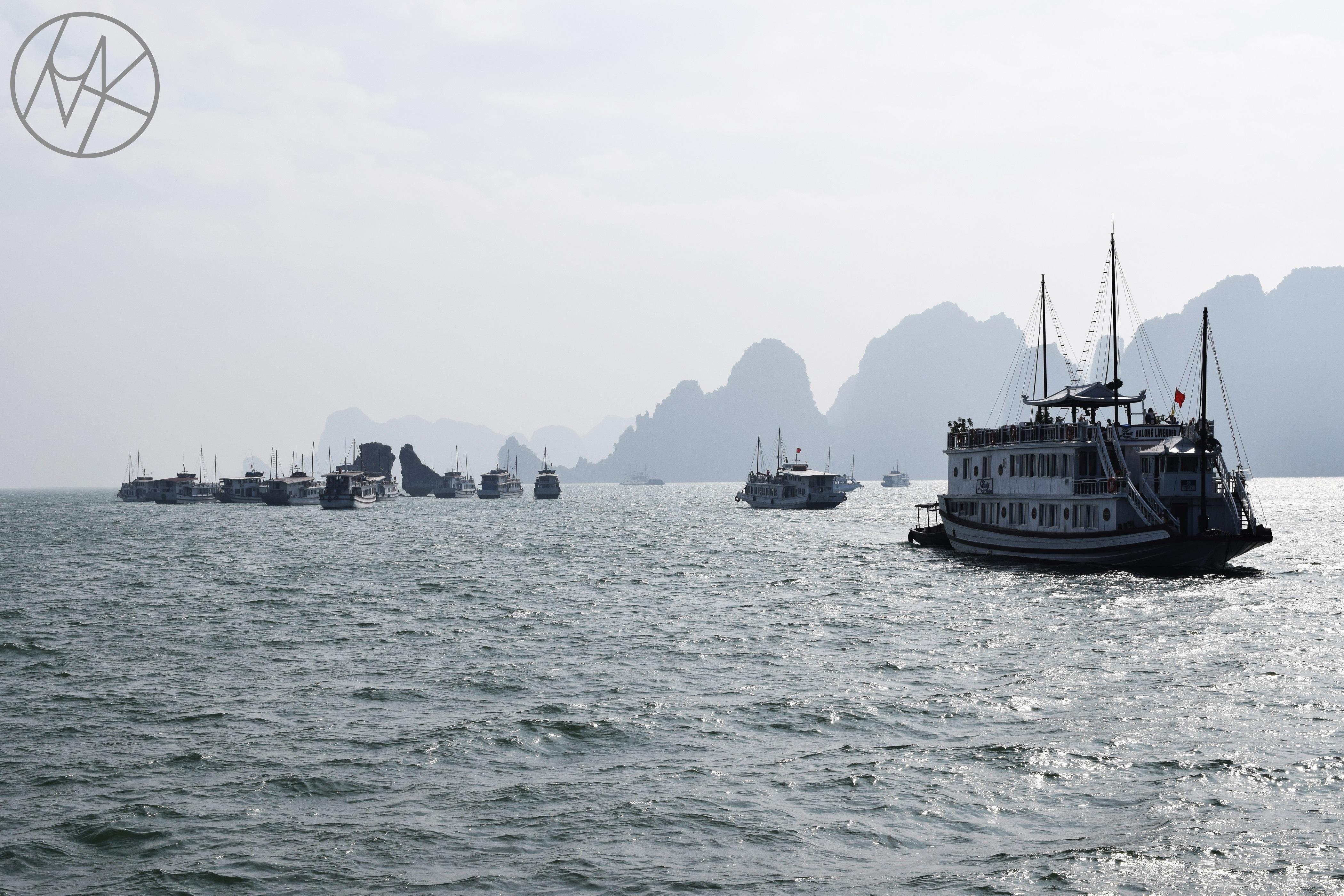 halong_bay_hanoi_kirandulas_boat_tour.JPG