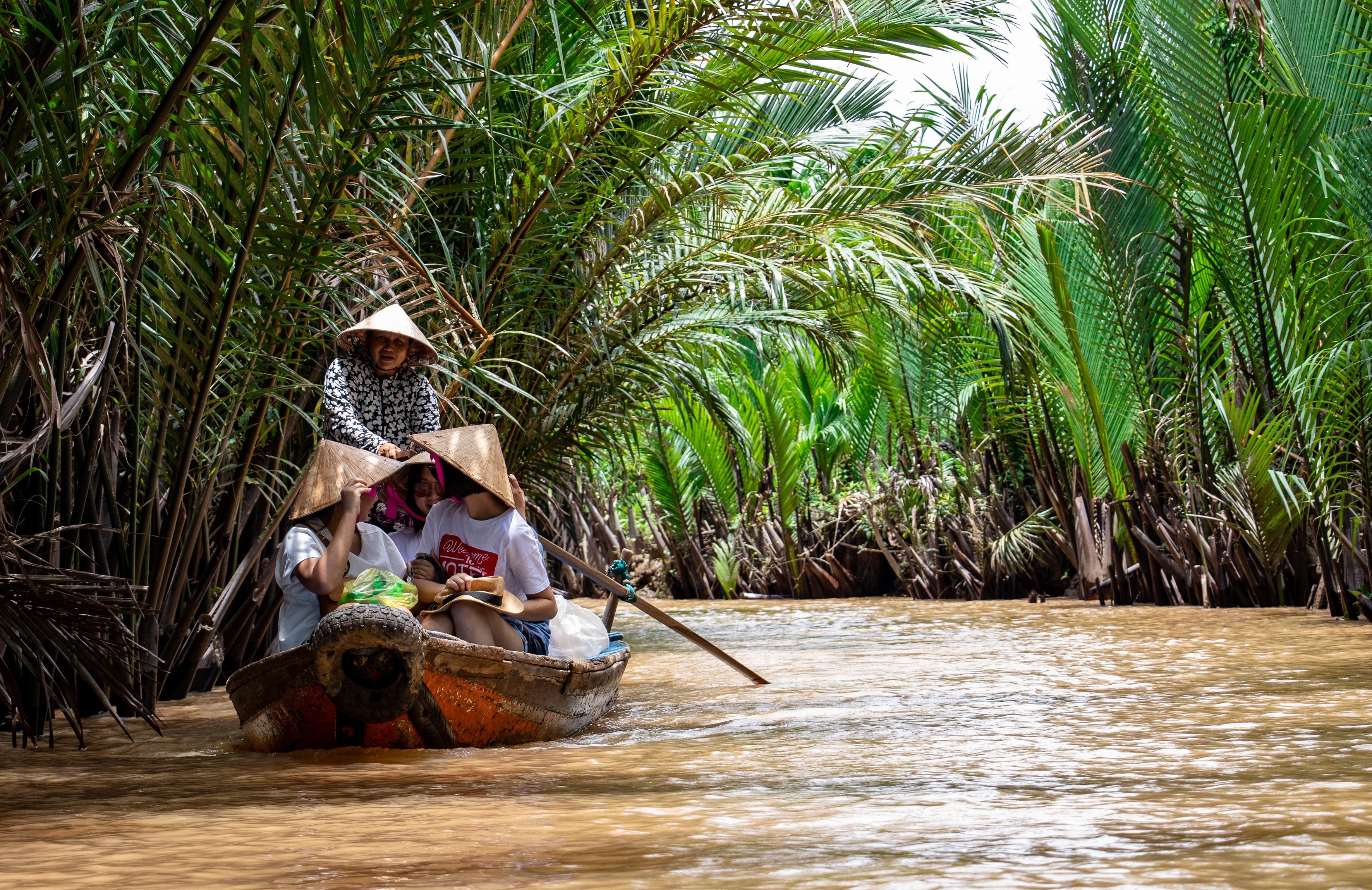 people-traveling-using-boat-1660996.jpg