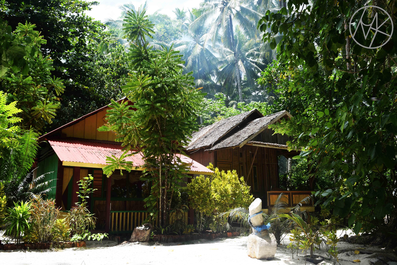 puti_indah_saparua_maluku_tengerpart_beach_accomodation.JPG