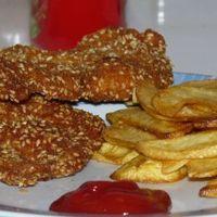 Szezámmagos rántott csirke sült krumplival