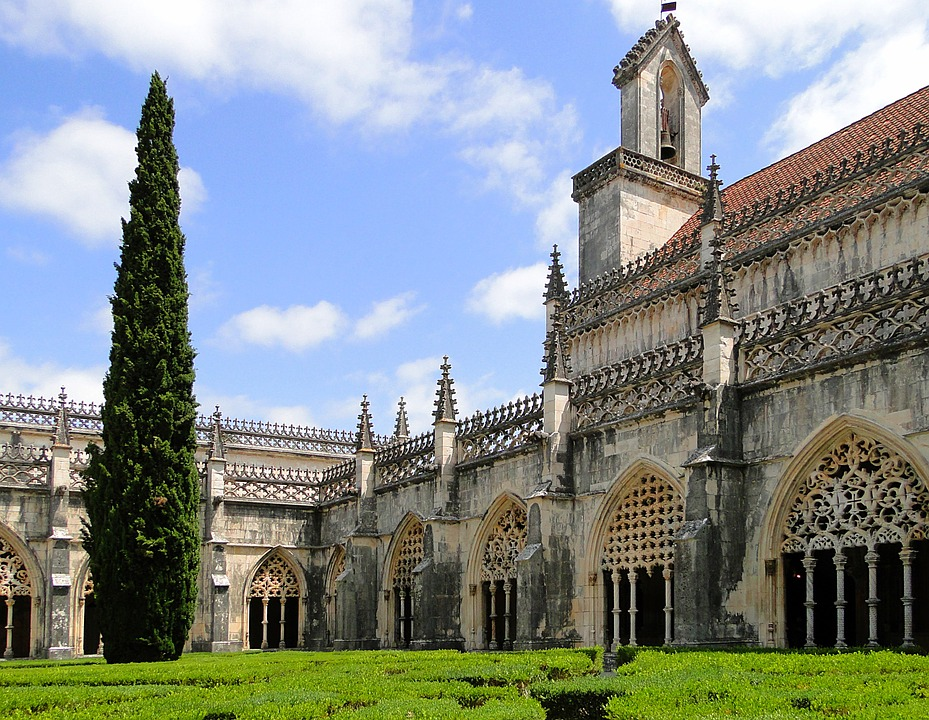 jeronimos-monastery-502815_960_720.jpg