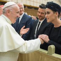 Furcsa társaság: hamispróféta a meleg- és halál párti Katy Perry aktivistával találkozott.