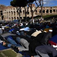 Nagy a baj Rómában! Muszlimok foglalták el a nevezetességeit!