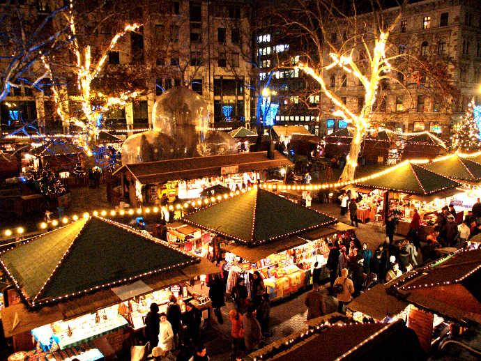 karácsonyi rohanás, karácsonyi vásárlás őrület, forgatag, vegyél vigyél rohanj, adventi gondolatok