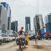 Biciklivel a Föld körül - Illés Adorján