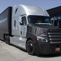 Innováció, üzletfejlesztés, újdonság az autóiparban – Az USA-ban már közlekedhet a félautomata kamion