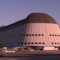 Napi Google üzletfejlesztés - Nagy hűha a jövő üzletének: NASA-hangárokat bérel!