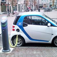 Innováció, üzletfejlesztés, újdonság az autóiparban –   Messziről jött ember 3 perc alatt tölti majd az akksit...