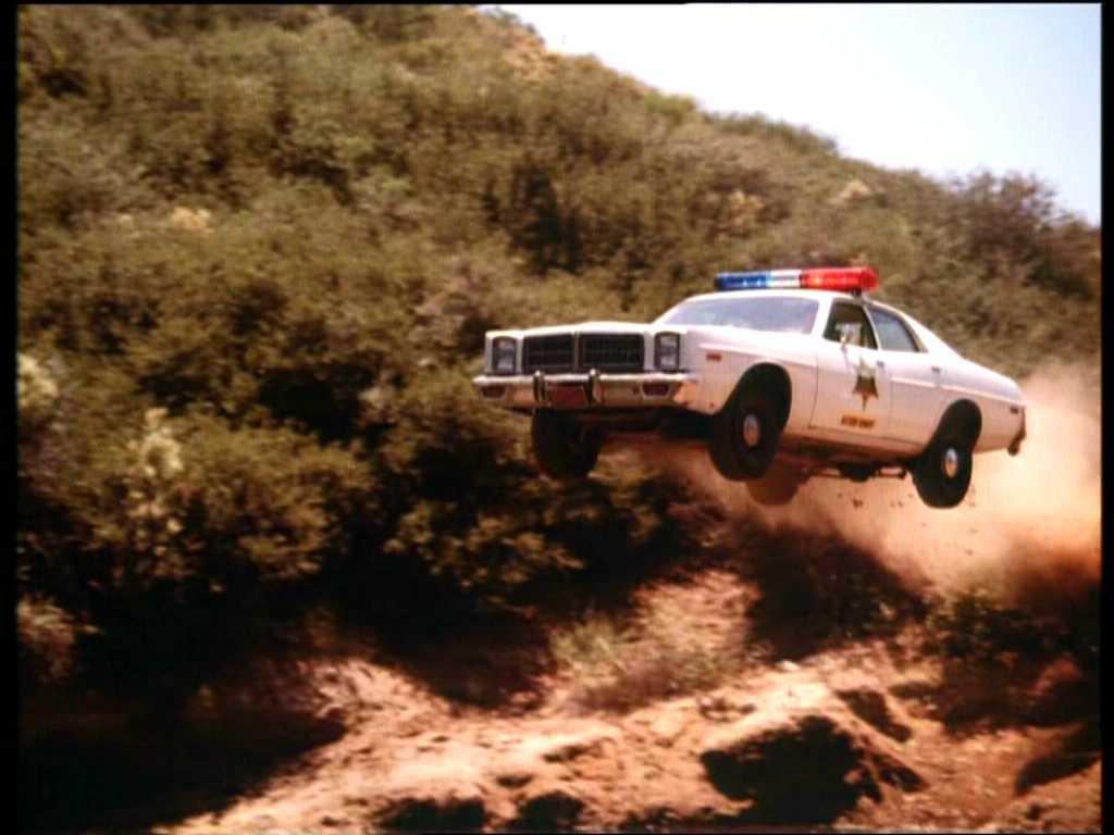 De ez Rosco sheriff kocsija a Hazárd Megye Lordjaiból.