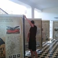 Trianon-kiállítás az aulában
