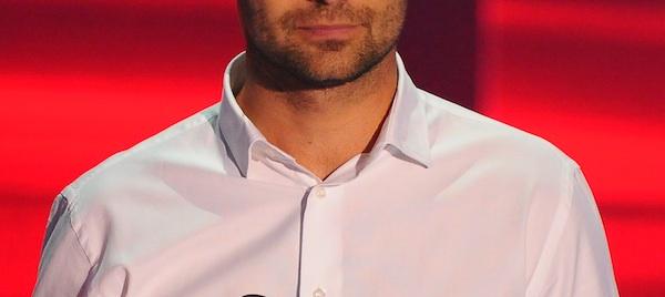 608ae8df45 És, ha igen, mennyire? - Általában az ing betűrve stílusos. Ez ráadásul az  alkatot is optimálisan befolyásolja, hosszabbnak tűnik ugyanis a láb, ezért  a ...