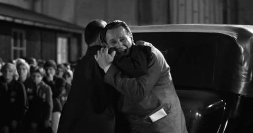 scaled.Schindlers.List.1993.INTERNAL.DVDRip.XviD.2-PARTiCLE.[www.descargasweb.net]_Mar 17, 2012 20.28.50.png