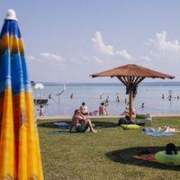10 balatoni szálloda, ahonnan ki sem kell mozdulnod, hogy strandolhass
