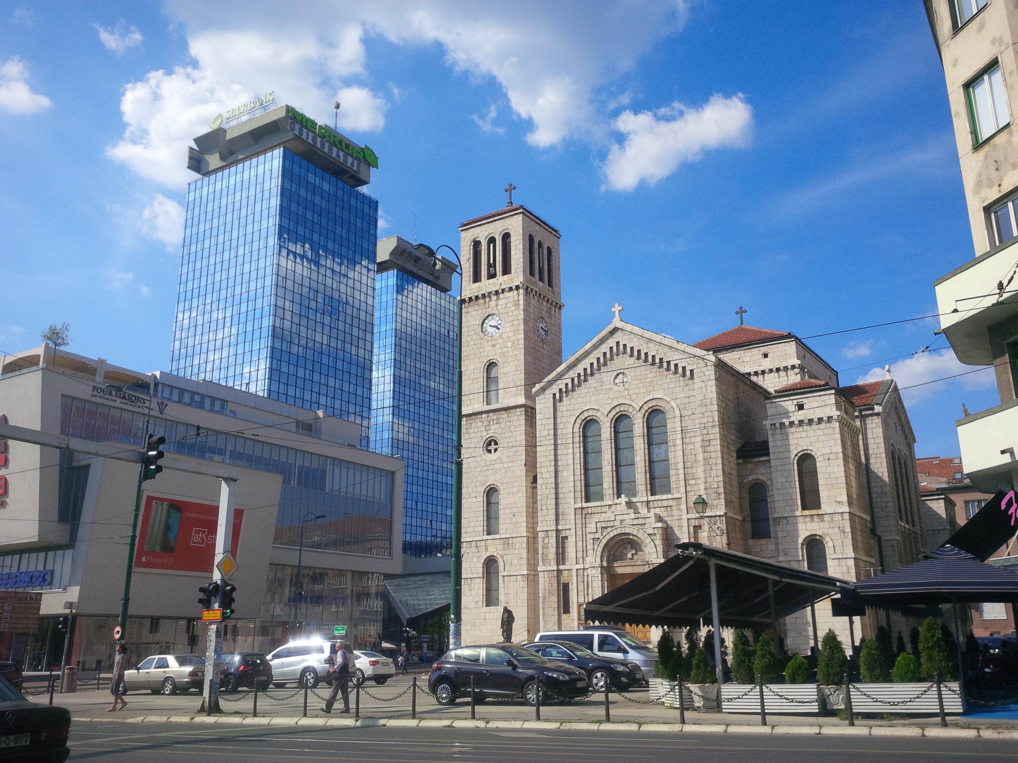 Modern Szarajevó - alig pár száz méterre az óvárostól